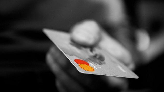 カーシェアでデビットカードは使える?クレジットカードにすべき理由を解説