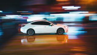 白い車と光跡